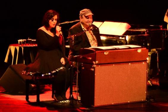 João Donato com Tulipa Ruiz no palco do Teatro Paulo Autran (Foto: Alexandre Eça)