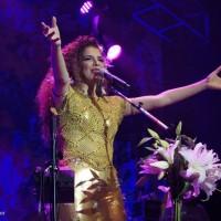 SHOW: Com roteiro esperto alternando sucessos e novas canções, Vanessa da Mata empolgou o Circo Voador na estreia de Segue o Som