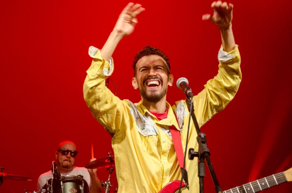 Felipe Cordeiro no palco do Teatro Anchieta (Foto: Alexandre Stazenco)