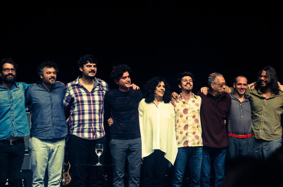 O elenco de Poesia Total, encabeçado por Gal Costa e Jards Macalé (Foto: Alexandre Eça)
