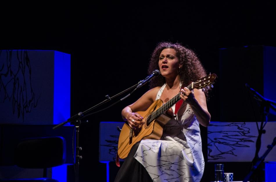 Ceumar no palco do Teatro Paulo Autran (Foto: Alexandre Eça/ME)