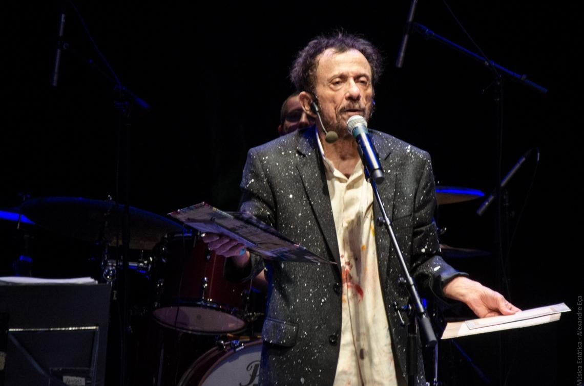 Tom Zé no palco do Teatro Sesc Vila Mariana (Foto Alexandre Eça)
