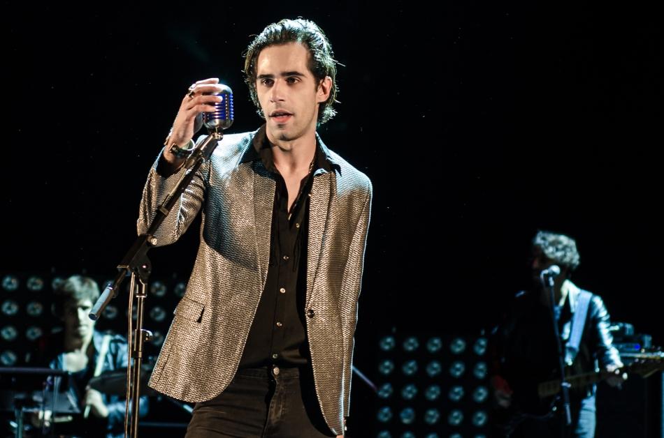 Thiago Pethit no palco do Teatro Paulo Autran (Foto Alexandre Eça)