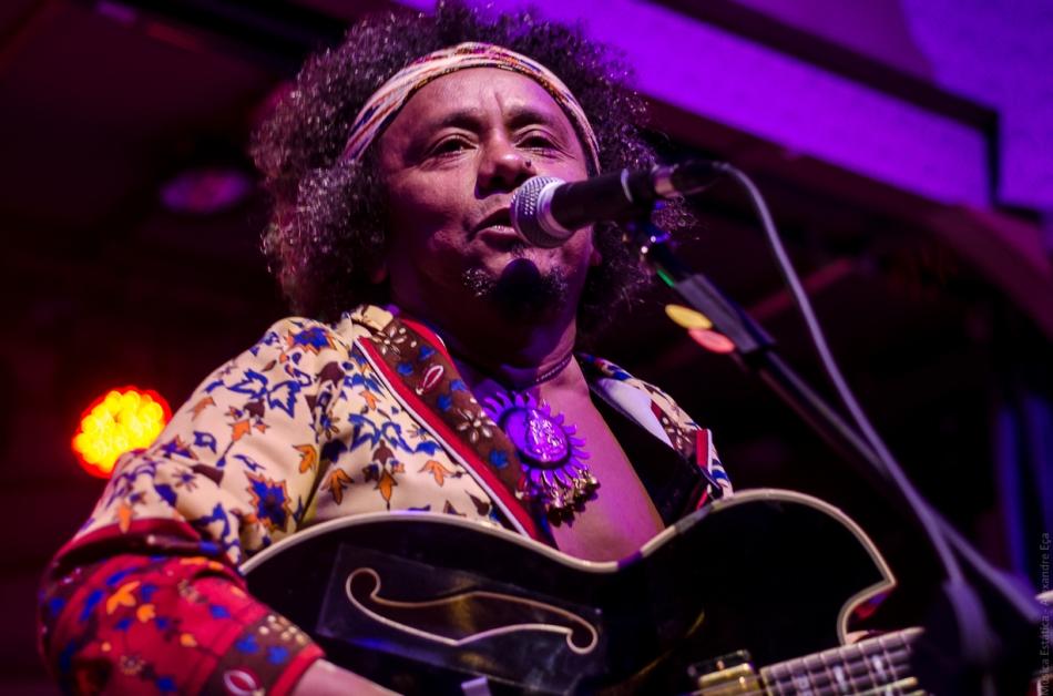 Chico César no palco do Centro Cultura Rio Verde (Foto Alexandre Eça)