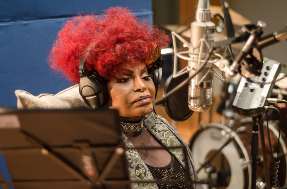 Elza Soares durante as sessões de gravação do novo álbum (Foto Alexandre Eça)